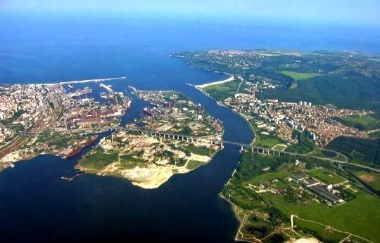 Черное море и Варненское озеро соединены каналом