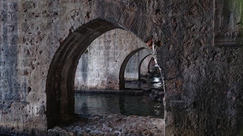Судоверфь в пещере