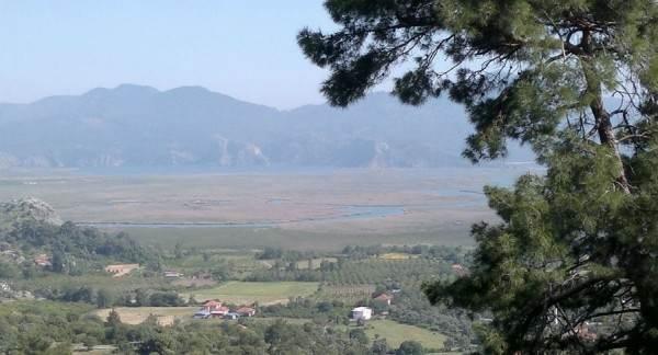 Озеро и город Кёйджегиз