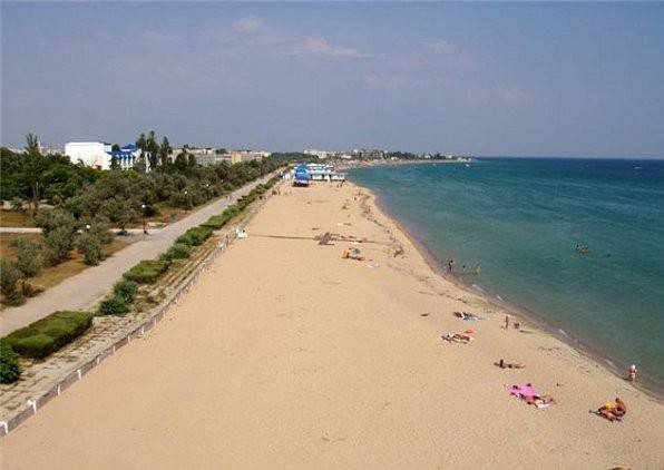 Пляж и набережная в Заозёрном