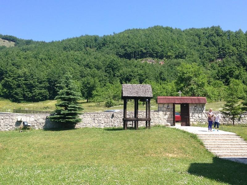 Территория вокруг храма