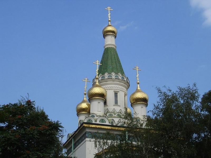 Купола посольской церкви в Софии