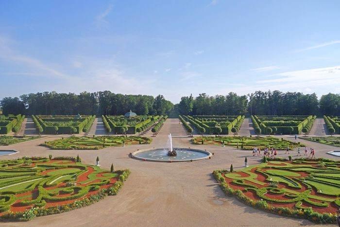 Парк вокруг Рундальского дворца