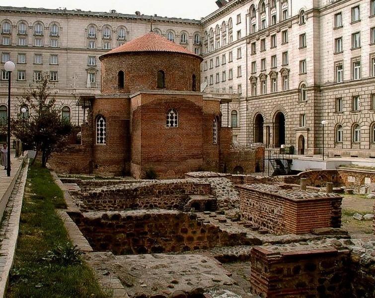 Античная крепость Сердика и руины