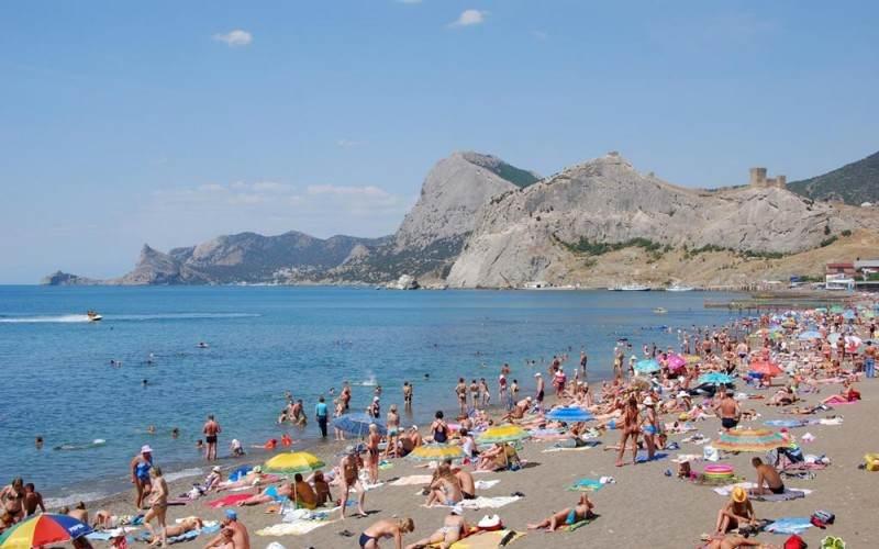 Пляж Судака в пик сезона