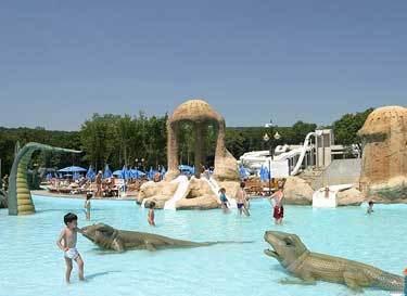 Территория с бассейном для детей