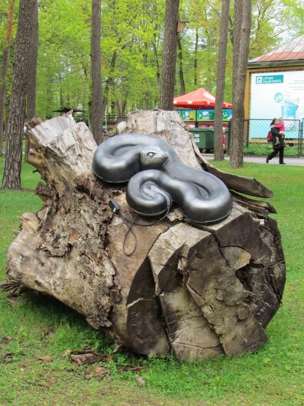 Декорации на территории Рижского зоопарка