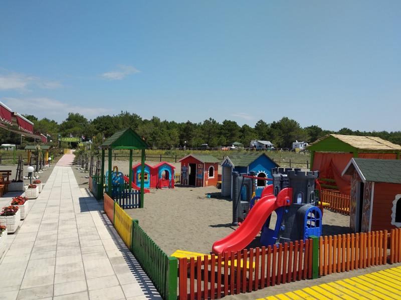 Игровая площадка для детей на пляже