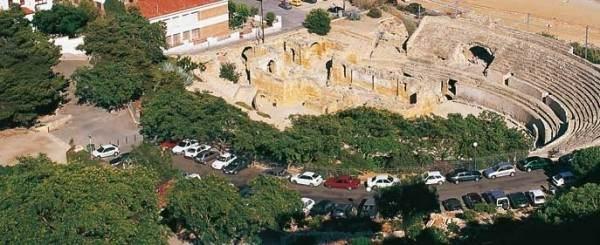 Руины римского амфитеатра