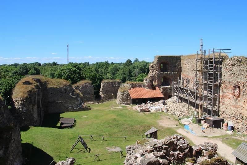 Внутренний двор замка (в процессе реконструкции)