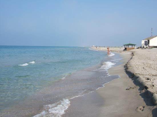 Пляж вблизи Мирного