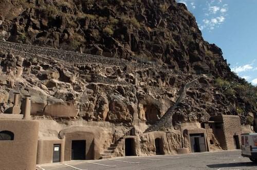 Пещеры в ущелье Гуайадеке