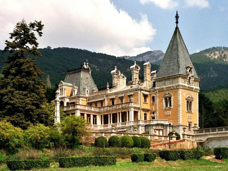 Массандровский дворец в Алупке
