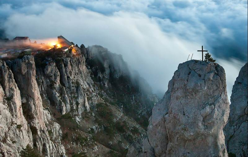 Осенние туманы у горы Ай-Петри