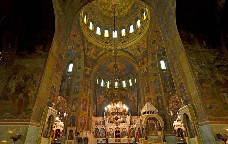 Храм-памятник Св. Александра Невского внутри