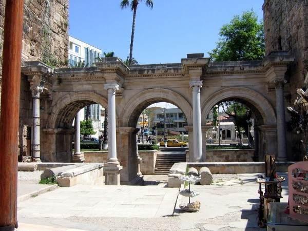 Античные ворота Адриана