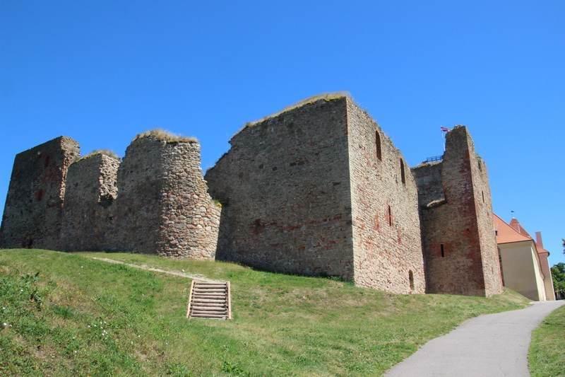 Замок со стороны реки