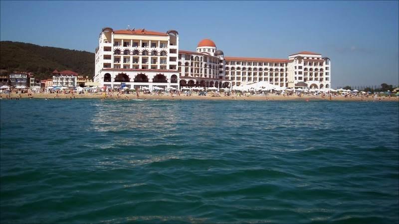 Пляжная полоса у отеля Riu Helios Bay - вид с моря