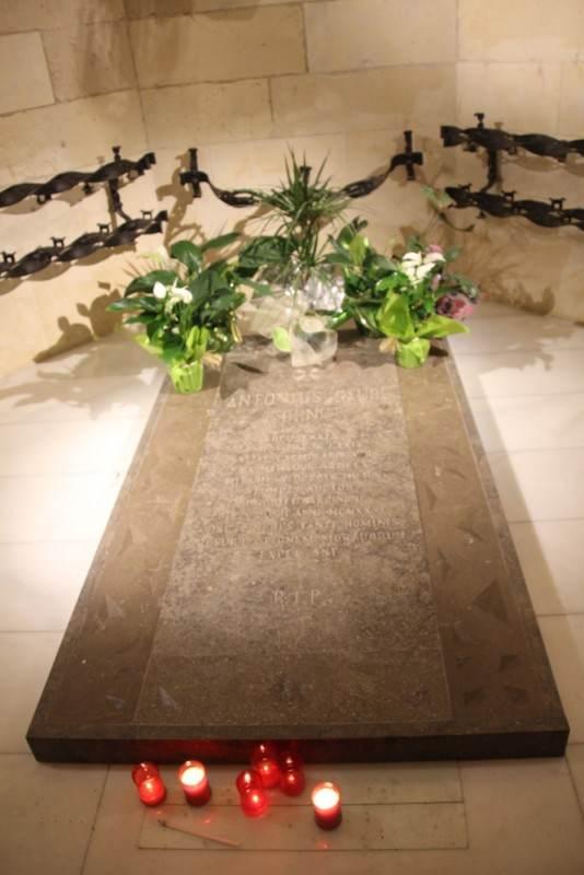 Здесь захоронен Гауди
