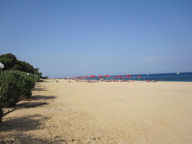 Пляж в Скале