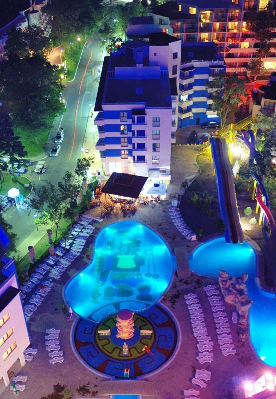 Aquapark Kuban в ночное время