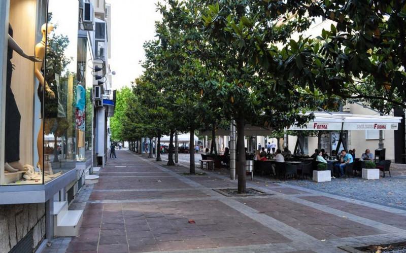 Бутики и уличные кафе