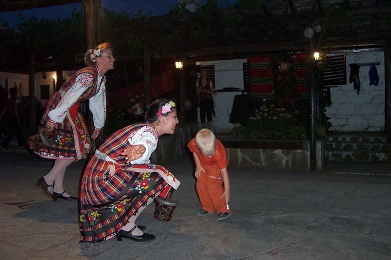 Вечерние гулянья в деревне Бата