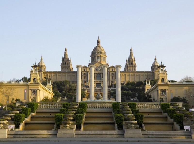 Национальный музей и поющие фонтаны