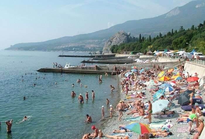 Пляж Гурзуфа в пик сезона