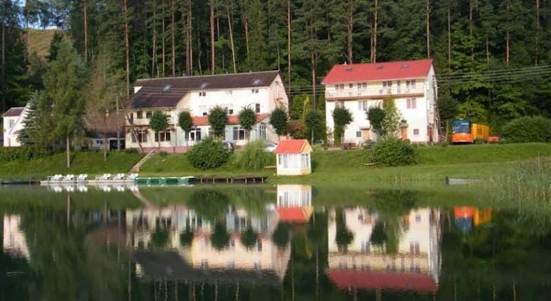 Спортивный комплекс на берегу озера