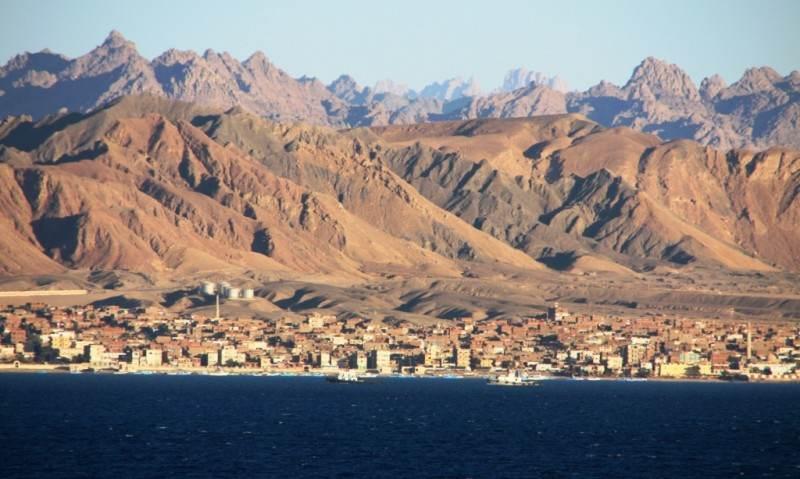 Вид с моря на город
