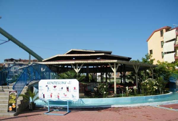 Коктейль бар на территории водного парка