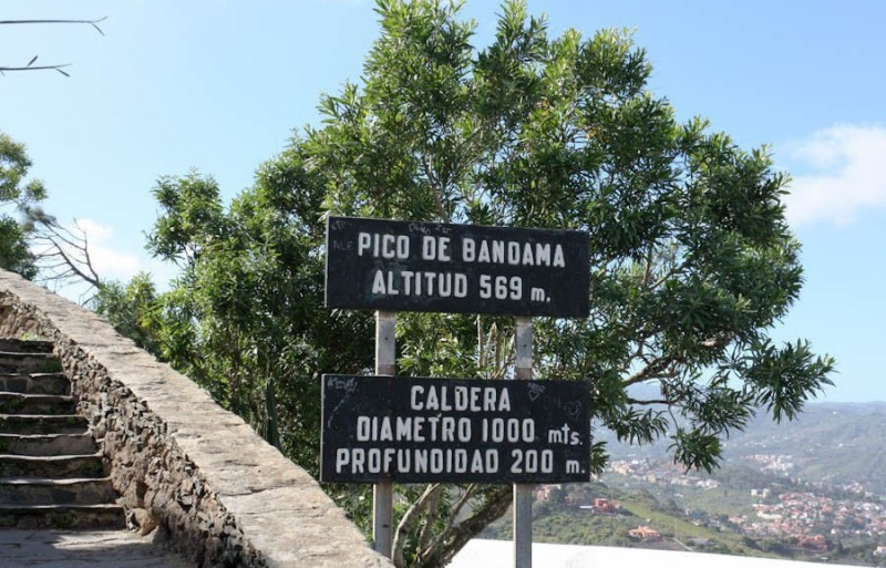 Указатели на пути к Пико де Бандама
