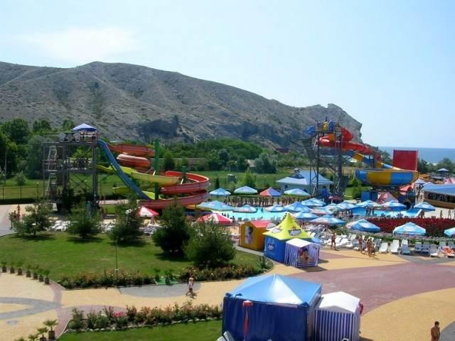 Открытый аквапарк «Водный мир» в крымском Судаке