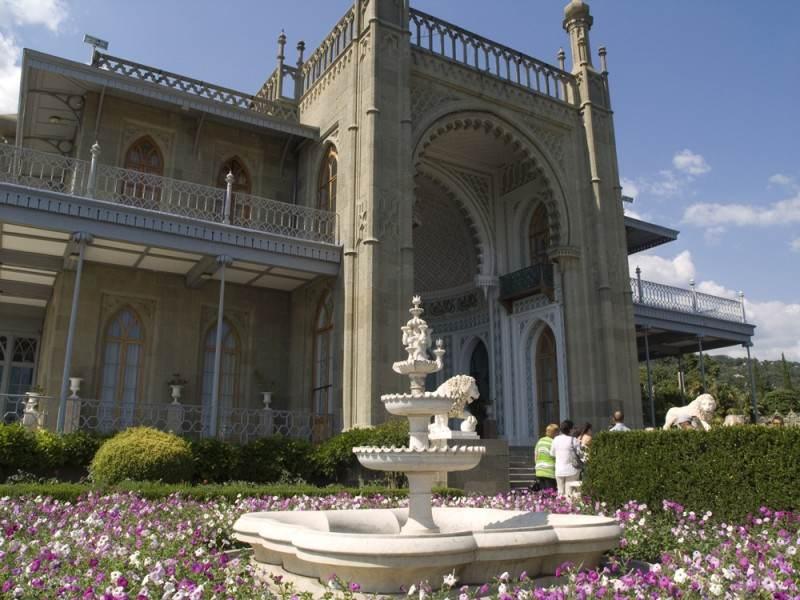 Воронцовский дворец. Фасад направленный к морю