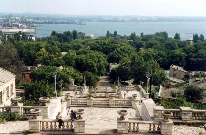Вид на город и море