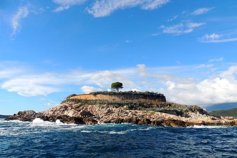 Остров Мамула с моря