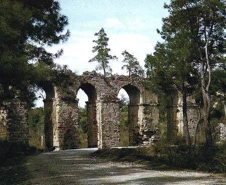 Древний акведук