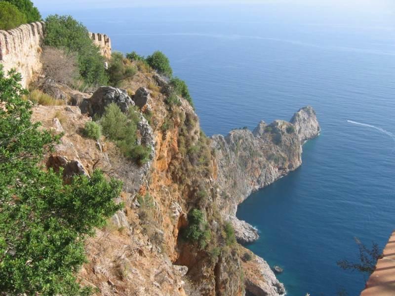 Вид с горы, разделяющий Аланию на две части