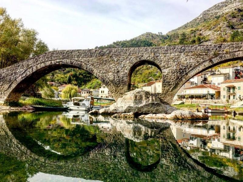 Древний каменный мост