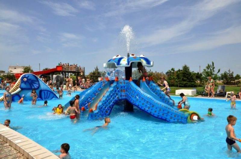 Бассейн с развлечениями для детей