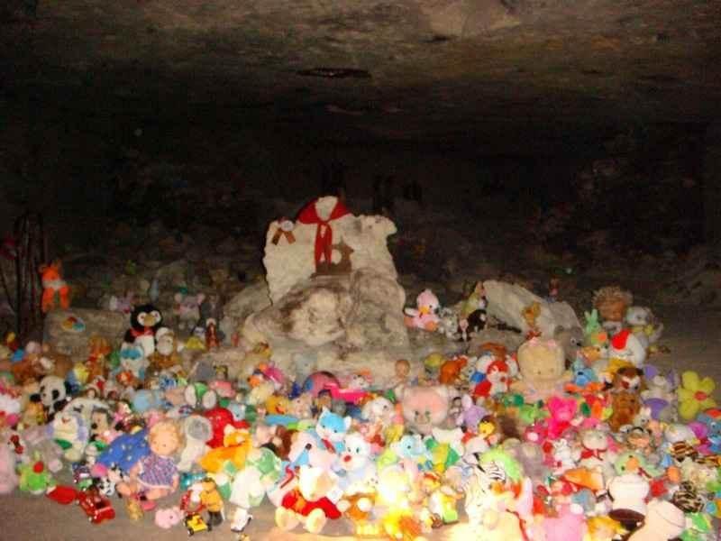 Отсек с детскими могилами