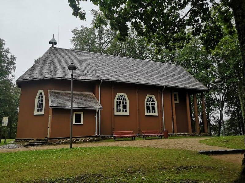 Старый костел рядом со Стелмужским дубом