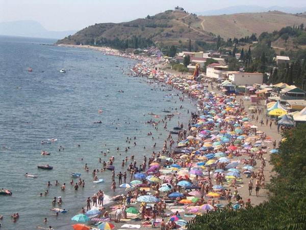 Пляж в пик сезона