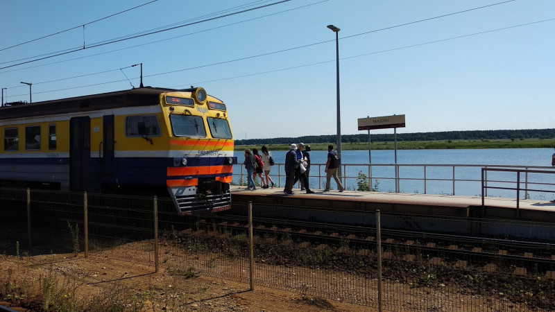 Прибытие поезда на станцию Майори