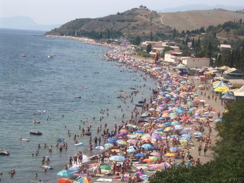 Пляж Курортного в пик сезона