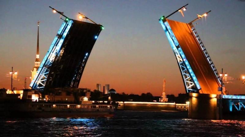 Развод мостов на Санк-Петербурге