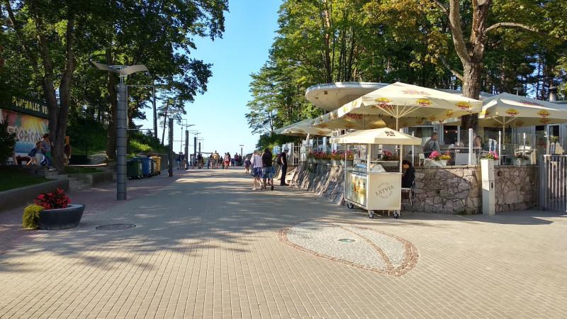 """Площадь рядом с залом """"Дзинтаре"""" летом"""