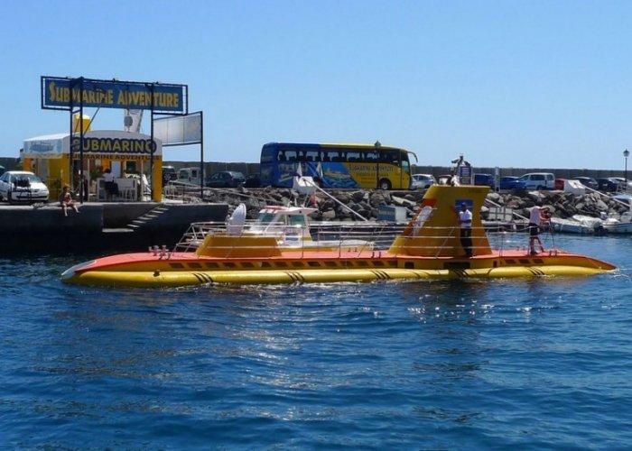Причал, где погружается подводная лодка