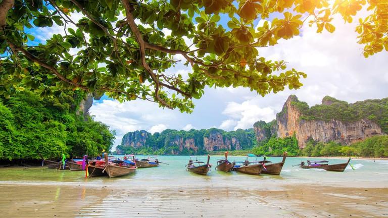 Таиланд в лучах солнца весной